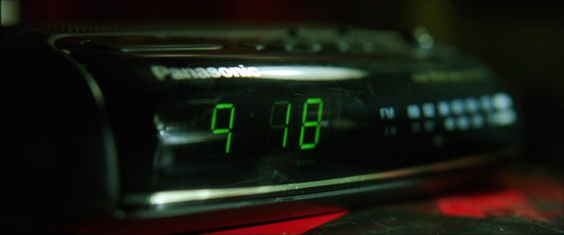 Panasonic Digital and Radio Clock in The Matrix (1999) - Movie Product Placement