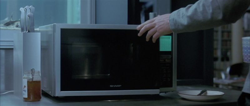 Sharp Microwave in About a Boy (2002) - Movie Product Placement