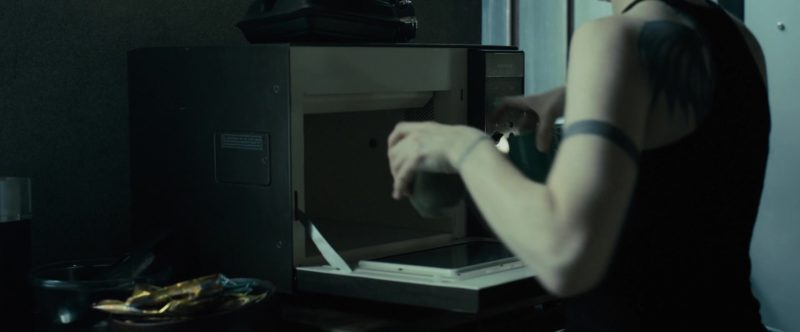 Siemens Microwave in The Girl in the Spider's Web (2018) - Movie Product Placement