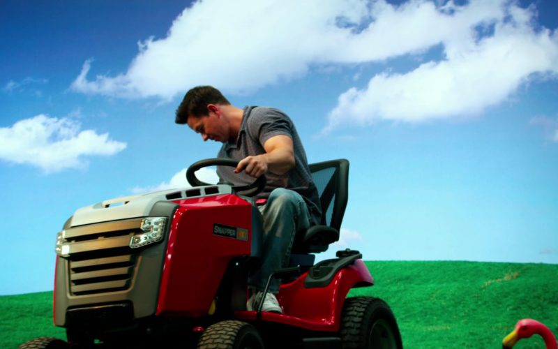 Snapper NXT Riding Mower Used by Mark Wahlberg in Pain & Gain (1)