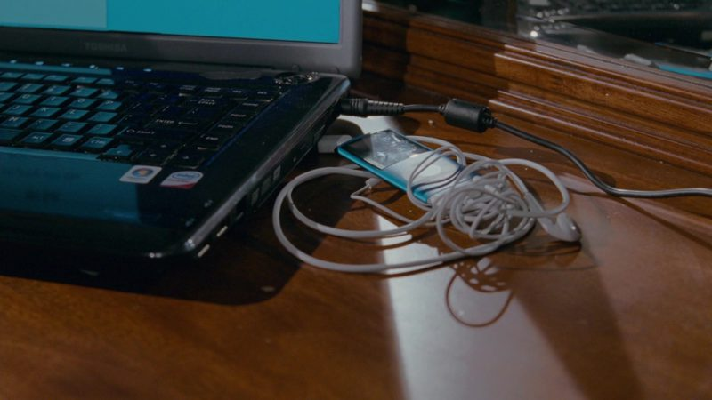 Toshiba Laptop and Apple iPod Media Player in The Spy Next Door (2010) - Movie Product Placement