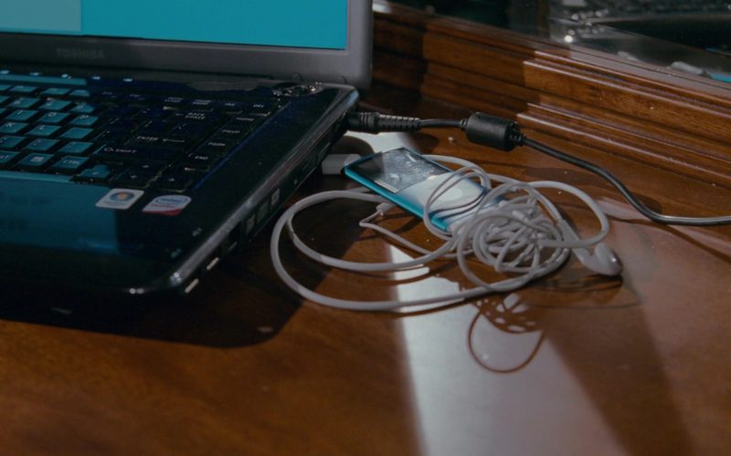 Toshiba Laptop and Apple iPod Media Player in The Spy Next Door