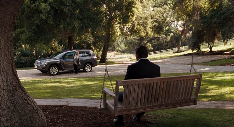 Toyota Highlander Hybrid Driven by Meryl Streep in It's Complicated (2009) - Movie Product Placement