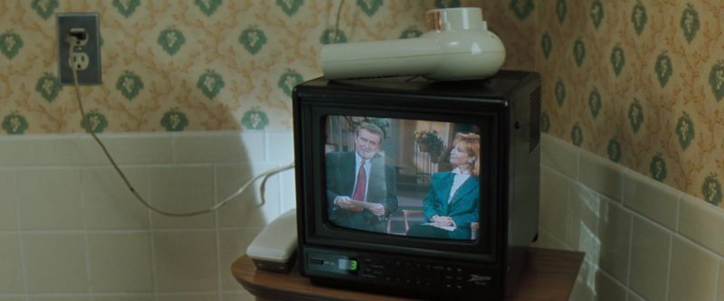 Zenith TV in The Pelican Brief (1993) Movie Product Placement