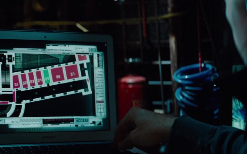 Apple MacBook Air Laptop Used by Simon Pegg in Mission Impossible – Ghost Protocol (2)