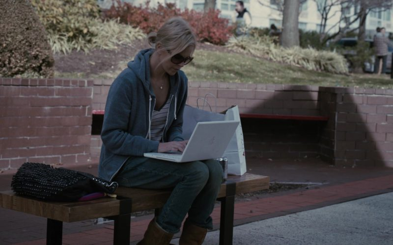 Apple MacBook (White) Laptop Used by Charlize Theron in Young Adult (5)