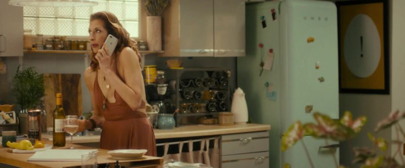 Apple iPhone Smartphone Used by Alysia Reiner in Egg (2018) - Movie Product Placement
