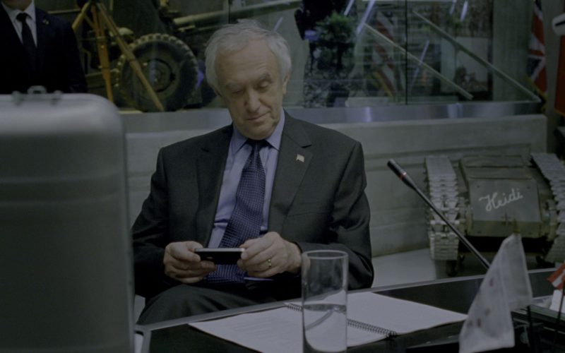 Apple iPhone Smartphone Used by Jonathan Pryce in G.I. Joe Retaliation (1)