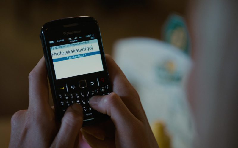 Blackberry Cell Phone Used by Charlize Theron in Young Adult (3)