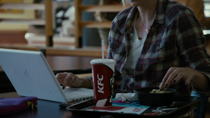 KFC and Apple MacBook Notebook in Young Adult (2011) - Movie Product Placement