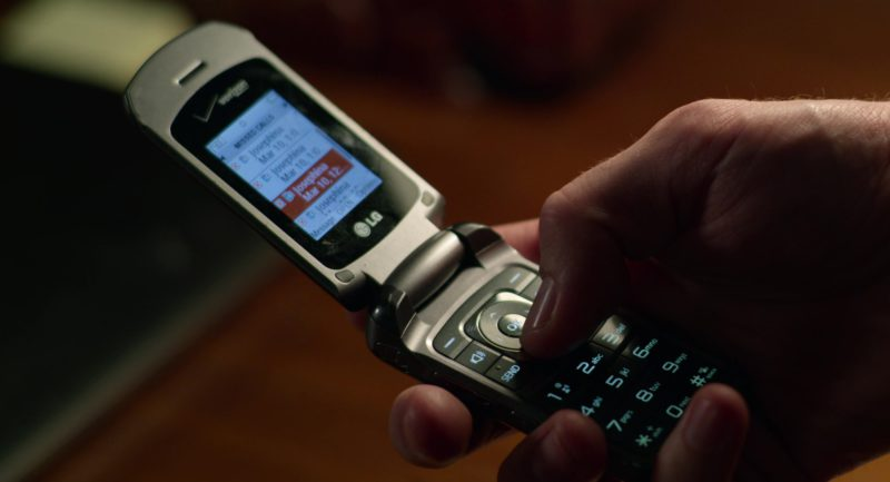 LG Cell Phone x Verizon Used by Jake Gyllenhaal in Velvet Buzzsaw (2019) Movie Product Placement