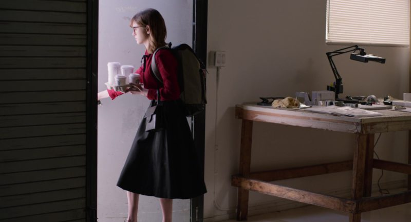 Starbucks Coffee Cups Held by Natalia Dyer in Velvet Buzzsaw (2019) Movie Product Placement