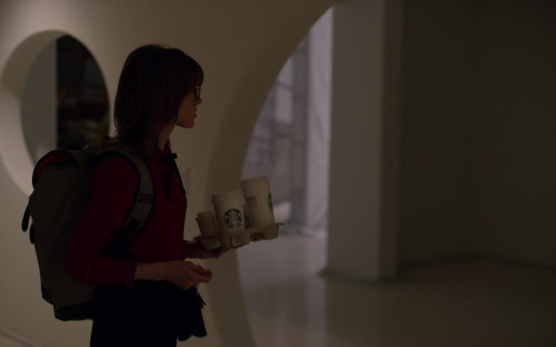 Starbucks Coffee Cups Held by Natalia Dyer in Velvet Buzzsaw (4)