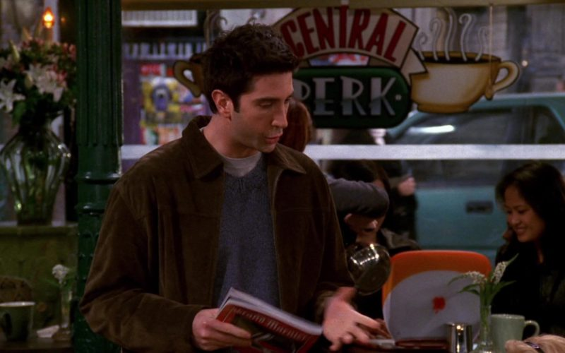 Apple iBook G3 Orange Laptop in Friends Season 6 (1)