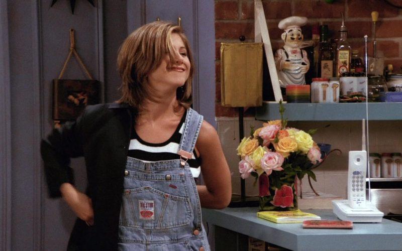 Big Star Overall Shorts Worn by Jennifer Aniston (Rachel Green) in Friends Season 2 Episode 1 (4)