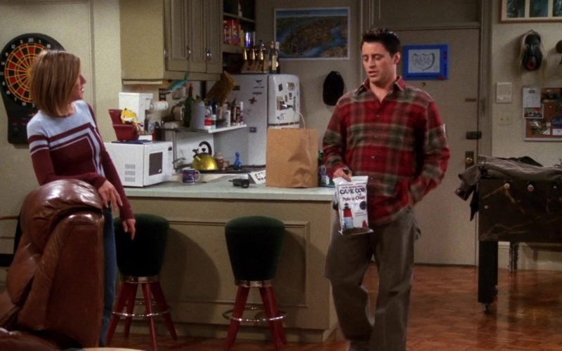 Cape Cod Potato Chips Held by Matt LeBlanc (Joey Tribbiani) in Friends Season 7 Episode 13