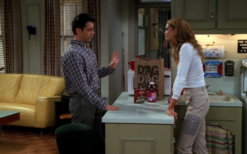 D'Agostino Store Paper Bag & Snapple Tea in Friends Season 6 Episode 7 (1)