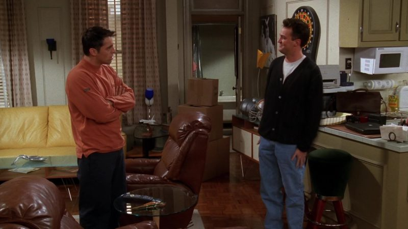 "Dakine Sweatshirt Worn by Matt LeBlanc (Joey Tribbiani) in Friends Season 5 Episode 7 ""The One Where Ross Moves In"" (1998) TV Show Product Placement"