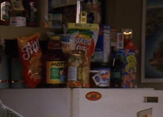 "Fritos Corn Chips and Mott's Juice in Friends Season 3 Episode 12 ""The One With All the Jealousy"" (1997) TV Show Product Placement"