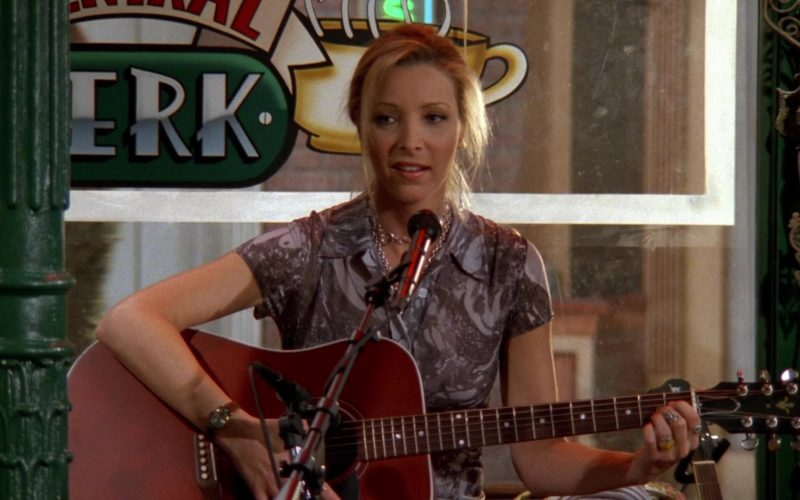 Gibson Guitar Held by Lisa Kudrow (Phoebe Buffay) in Friends Season 3 Episode 23 (1)