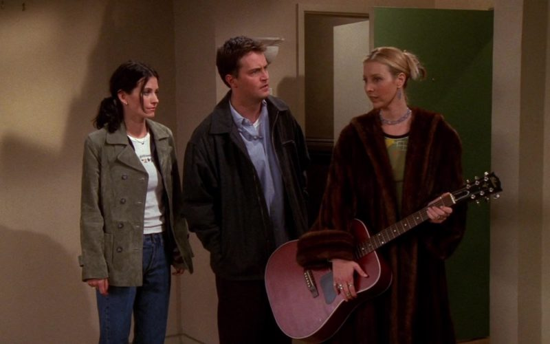 Gibson Guitar Played by Lisa Kudrow (Phoebe Buffay) in Friends Season 5 Episode 6 (1)