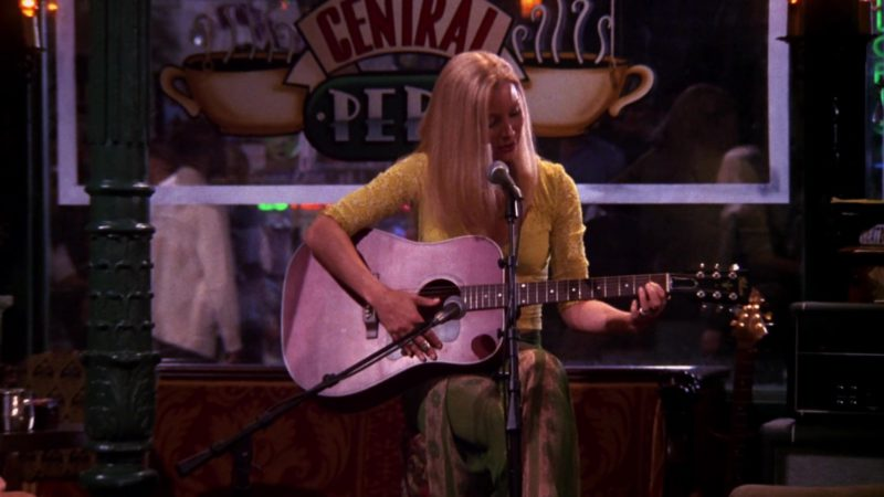 "Gibson Guitar Used by Lisa Kudrow (Phoebe Buffay) in Friends Season 6 Episode 3 ""The One With Ross's Denial"" (1999) - TV Show Product Placement"
