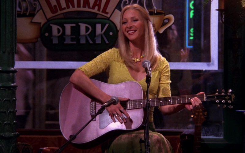 Gibson Guitar Used by Lisa Kudrow (Phoebe Buffay) in Friends Season 6 Episode 3 (4)