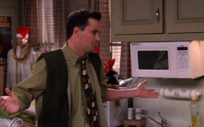 Goldstar Microwave Oven in Friends Season 5 Episode 10 (1)