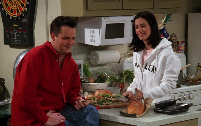 Goldstar Microwave Oven in Friends Season 5 Episode 16