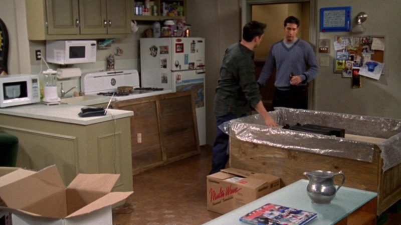 """Goldstar Multiwave Microwave Oven in Friends Season 4 Episode 12 """"The One With the Embryos"""" (1998) - TV Show Product Placement"""