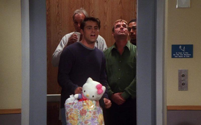 Hello Kitty Toy Held by Matt LeBlanc (Joey Tribbiani) in Friends Season 5 Episode 3 (1)
