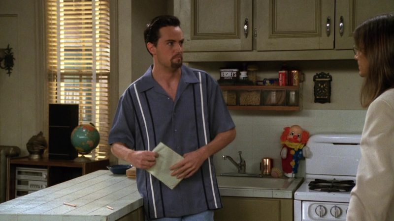 """Hershey's in Friends Season 3 Episode 6 """"The One with the Flashback"""" (1996) - TV Show Product Placement"""