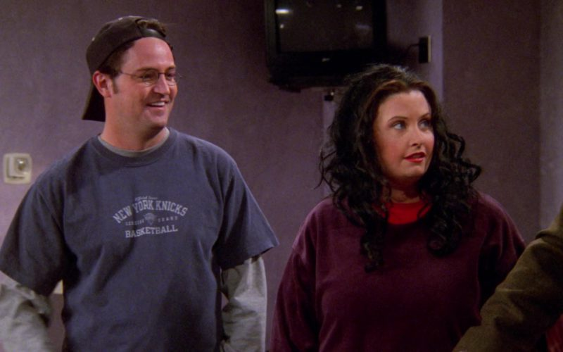 Knicks T-Shirt Worn by Matthew Perry (Chandler Bing) in Friends Season 6 Episode 15 (1)