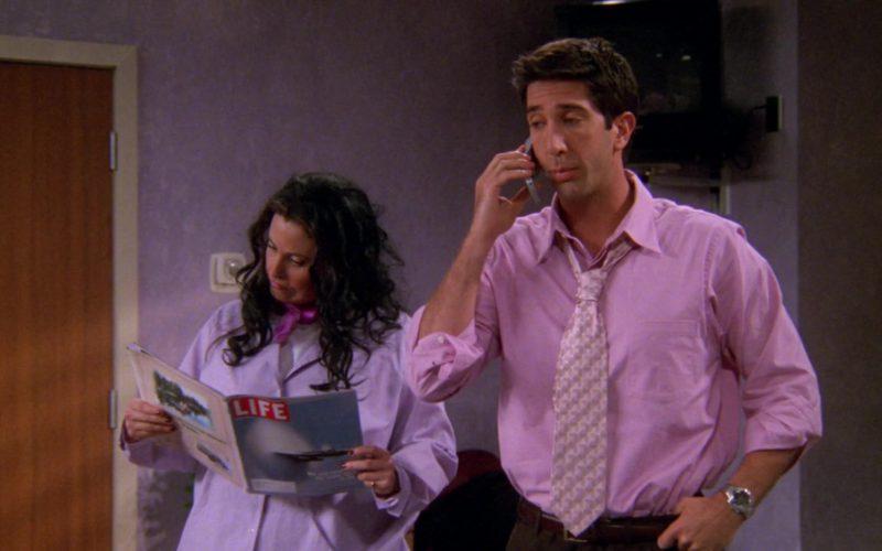 Life Magazine Held by Courteney Cox (Monica Geller) in Friends Season 6 Episode 15 (2)