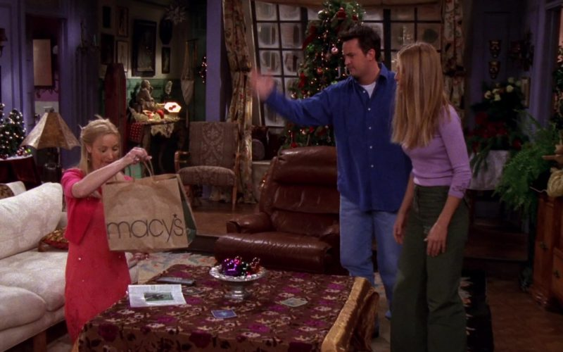 Macy's Store Paper Bag Held by Lisa Kudrow (Phoebe Buffay) in Friends (1)