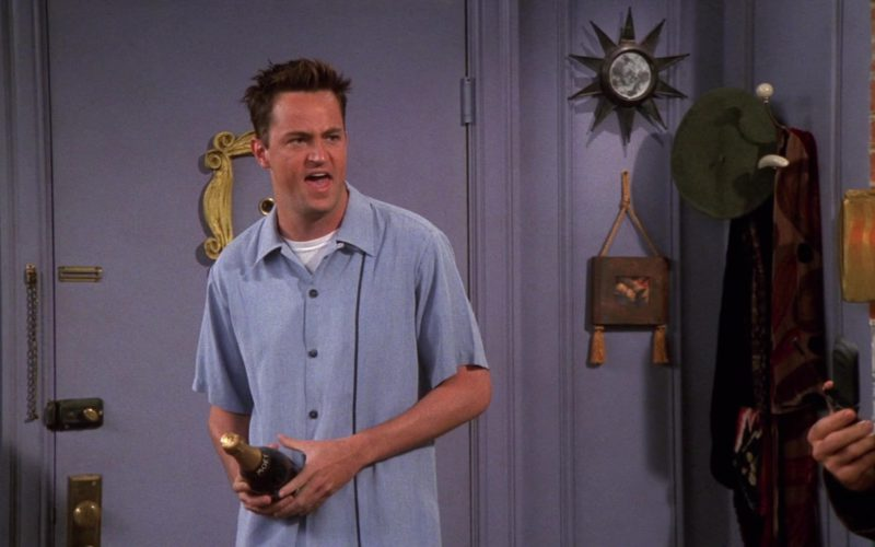 Moet Champagne Held by Matthew Perry (Chandler Bing) in Friends Season 5 Episode 4 (1)