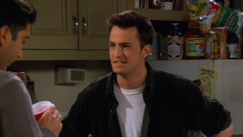 """Mott's Juice in Friends Season 3 Episode 11 """"The One Where Chandler Can't Remember Which Sister"""" (1997) - TV Show Product Placement"""