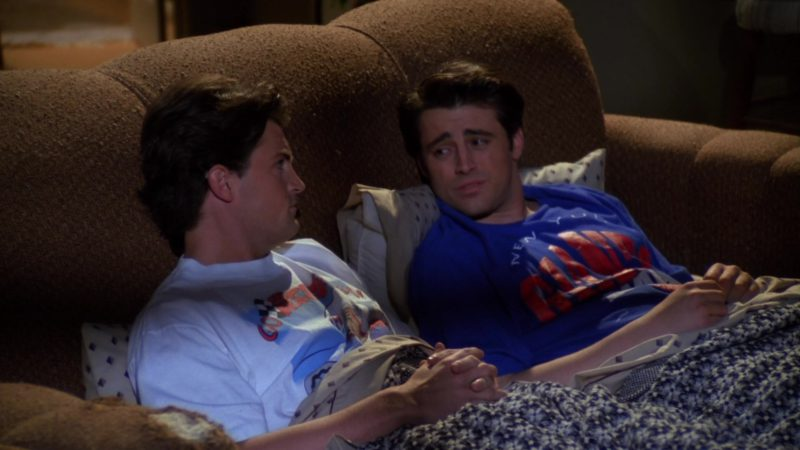 "New York Giants American Football Team T-Shirt Worn by Matt LeBlanc (Joey Tribbiani) in Friends Season 1 Episode 13 ""The One With the Boobies"" (1995) - TV Show Product Placement"