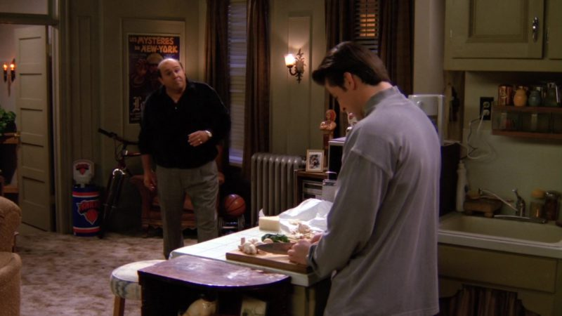 """New York Knicks Mini Basketball Hoop in Friends Season 1 Episode 13 """"The One With the Boobies"""" (1995) - TV Show Product Placement"""