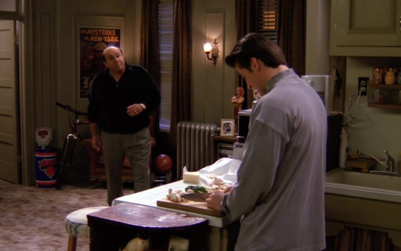 New York Knicks Basketball in Friends Season 1 Episode 13