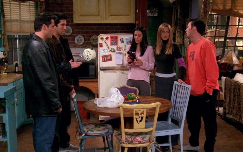 Nike Sweatpants Worn by Matthew Perry (Chandler Bing) in Friends Season 6 Episode 14