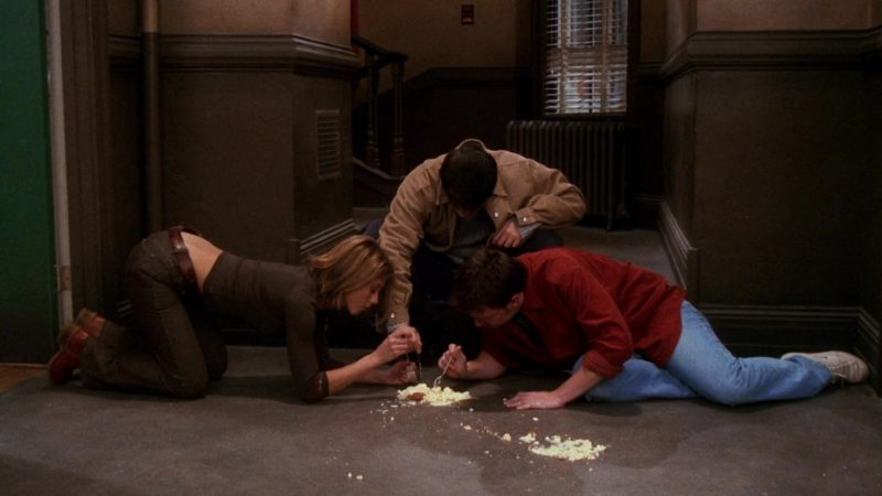 """Nike White Shoes Worn by Matthew Perry (Chandler Bing) in Friends Season 7 Episode 11 """"The One with All the Cheesecakes"""" (2001) - TV Show Product Placement"""