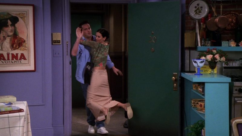"""Nike White Sneakers Worn by Matthew Perry (Chandler Bing) in Friends Season 6 Episode 1 """"The One After Vegas"""" (1999) - TV Show Product Placement"""