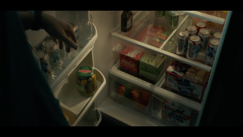 Pabst Blue Ribbon Beer, Coca-Cola, Seagram's Gin, Claussen Pickles in Triple Frontier (2019) Movie Product Placement