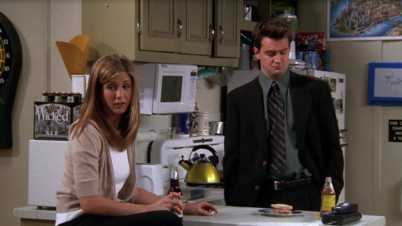 """Pete's Wicked Ale in Friends Season 4 Episode 21 """"The One With the Invitation"""" (1998) - TV Show Product Placement"""