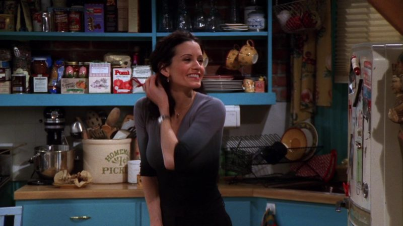 """Pomi Tomatoes in Friends Season 5 Episode 17 """"The One with Rachel's Inadvertent Kiss"""" (1999) - TV Show Product Placement"""