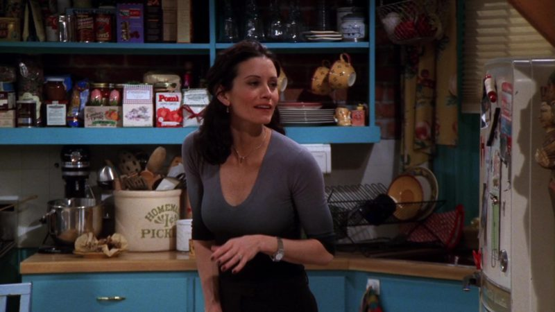 """Pomi Tomatoes in Friends Season 5 Episode 17 """"The One with Rachel's Inadvertent Kiss"""" (1999) TV Show Product Placement"""