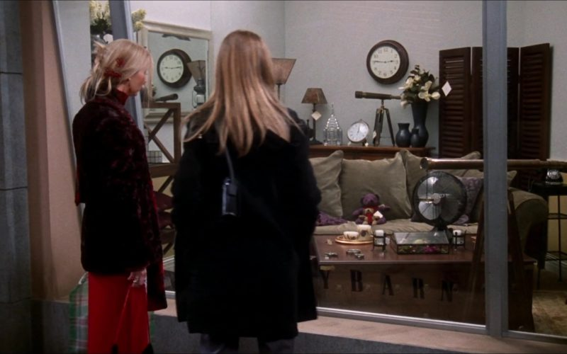 Pottery Barn Furniture Store in Friends Season 6 Episode 11 (2)