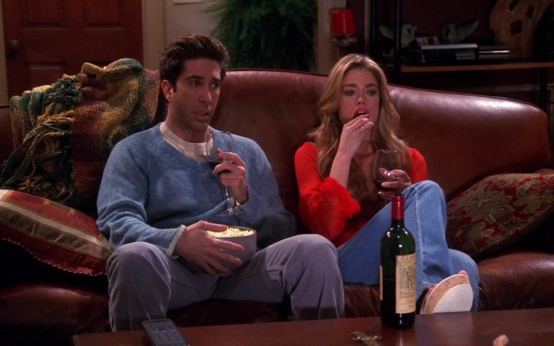 Ruffino Wine Drunk by Denise Richards (Cassie) and David Schwimmer (Ross Geller) in Friends (3)