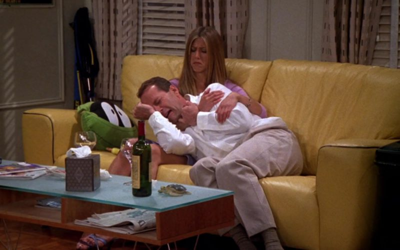 Ruffino Wine Drunk by Jennifer Aniston (Rachel Green) and Bruce Willis (Paul Stevens) in Friends Season 6 Episode 23 (1)